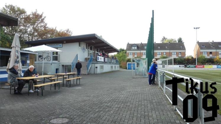 Das Vereinsheim der SF Baumberg auf der Südseite des Fußballplatzes